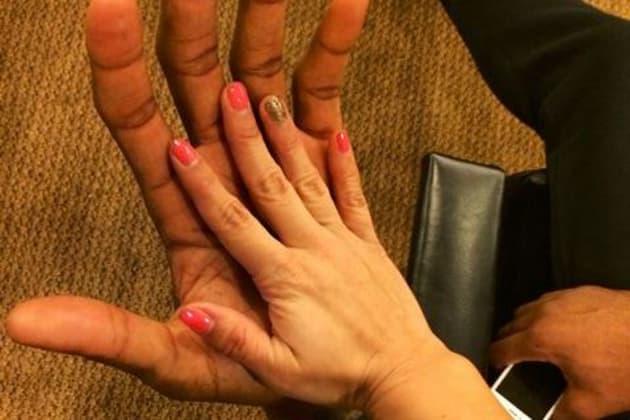 Kawhi Leonard S Huge Hands Make Female Fan S Hands Look Miniature Bleacher Report Latest News Videos And Highlights