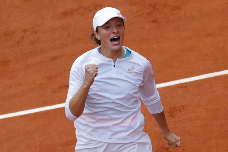 Poland's Iga Swiatek celebrates winning the final match of the French Open tennis tournament against Sofia Kenin of the U.S. in two sets, 6-4, 6-1, at the Roland Garros stadium in Paris, France, Saturday, Oct. 10, 2020. (AP Photo/Christophe Ena)