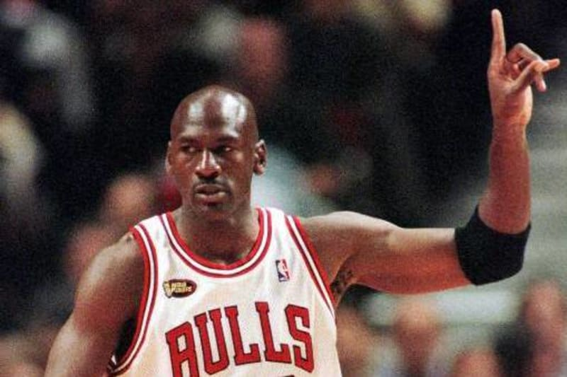 Superficie lunar legislación cáncer  Top 10 Instances of Michael Jordan Being Just Plain Mean | Bleacher Report  | Latest News, Videos and Highlights