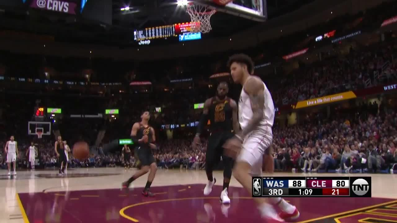 4d7dead8ebfc Kelly Oubre Jr. throws it down