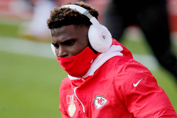 <p>Tyreek Hill on Shoving Chiefs' Greg Lewis on Sideline:'Love Him Like a Uncle' thumbnail