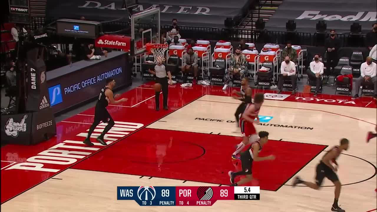 Damian Lillard gets it to go at the buzzer