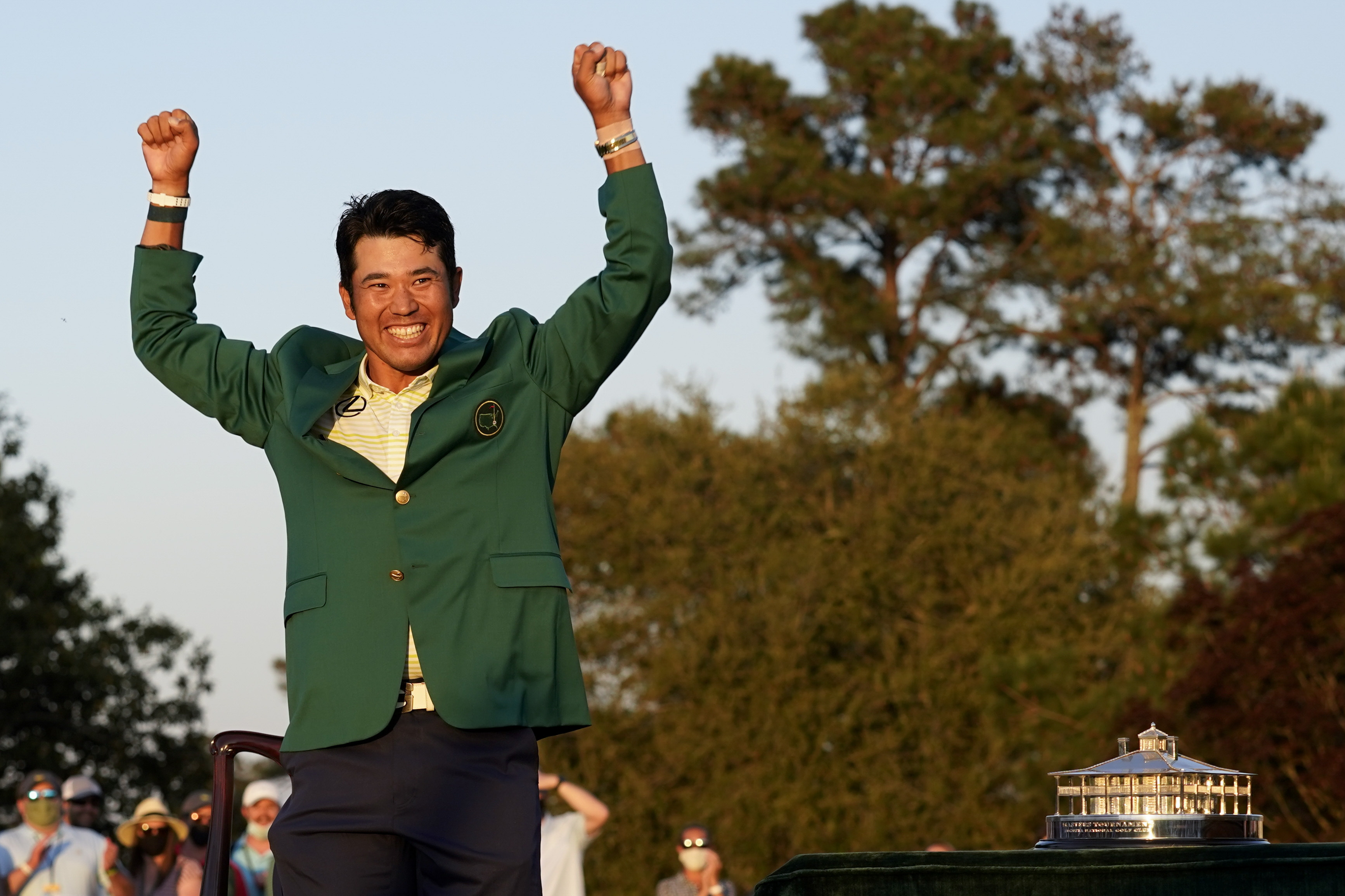 Hideki Matsuyama Photographed in Airport with Green Jacket After Masters Win – Bleacher Report