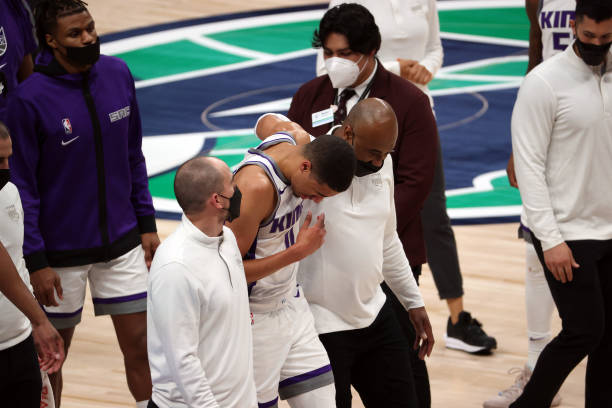 Report: Kings' Tyrese Haliburton Out for Season with Knee Injury; Won't Need Surgery thumbnail