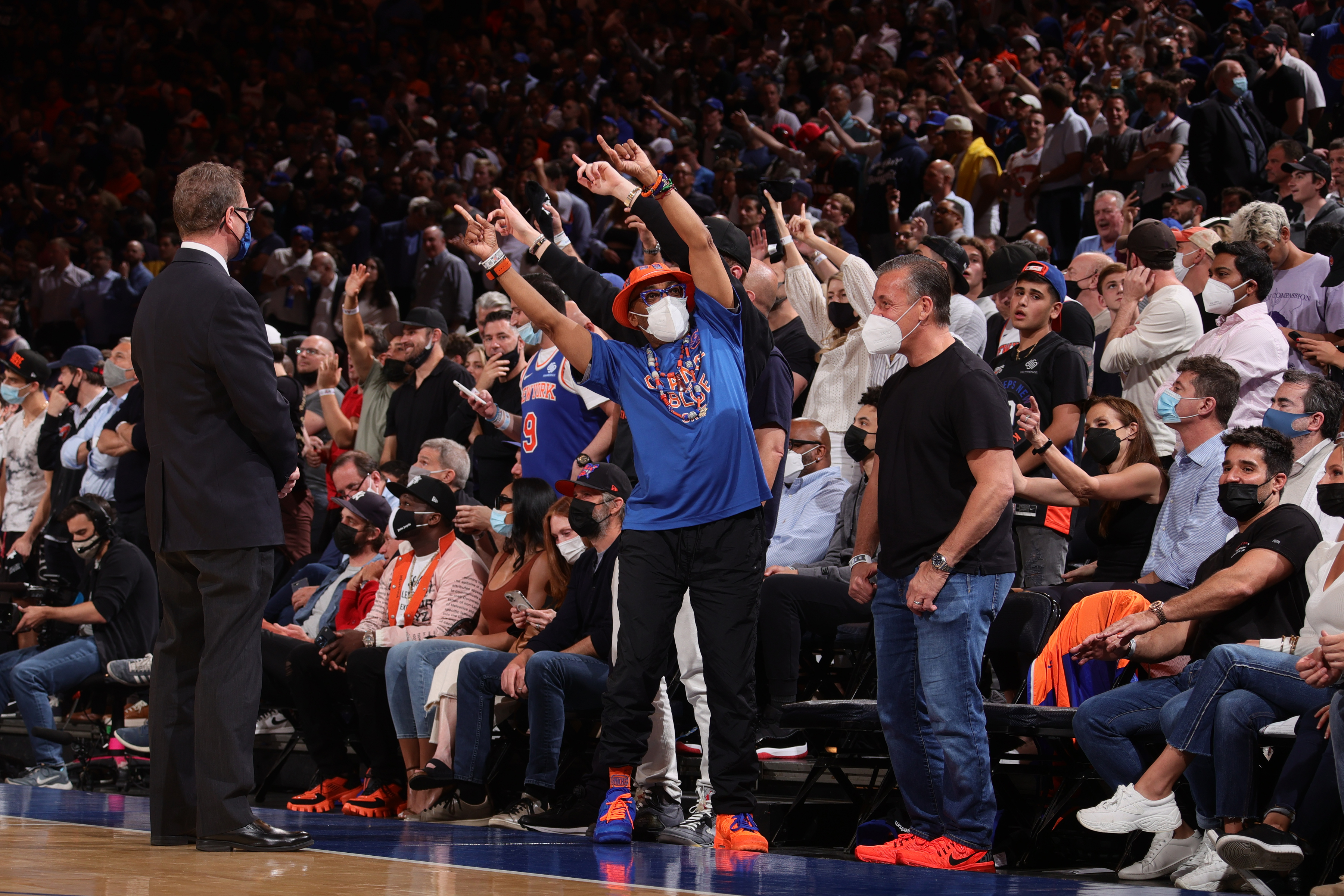 <p>Knicks to Sell NBA Playoff Tickets Exclusively to Vaccinated Fans If They Advance thumbnail