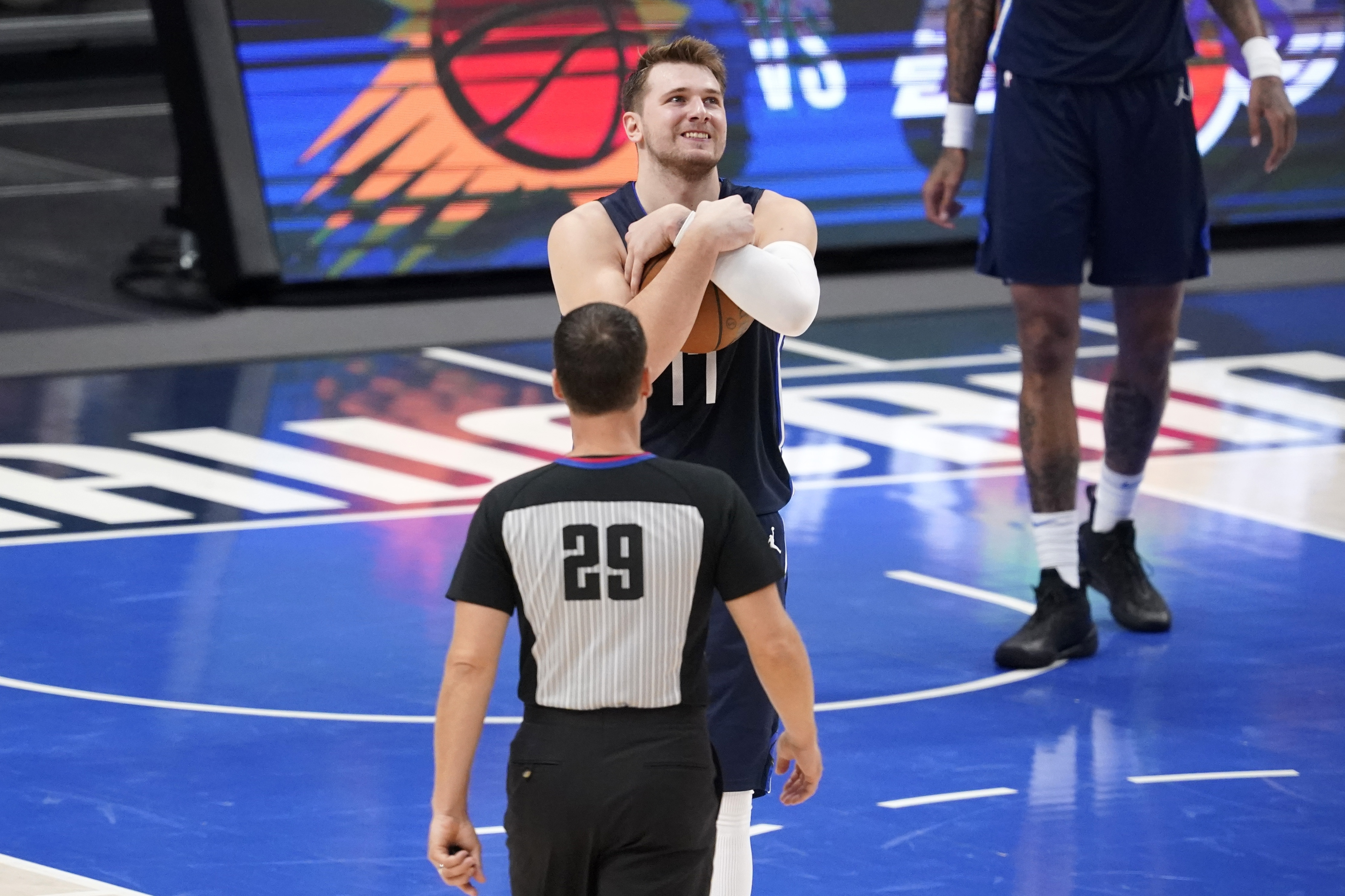 <p>Report: Mavs' Luka Doncic Set to Play in Game 4 vs. Clippers Despite Neck Injury thumbnail