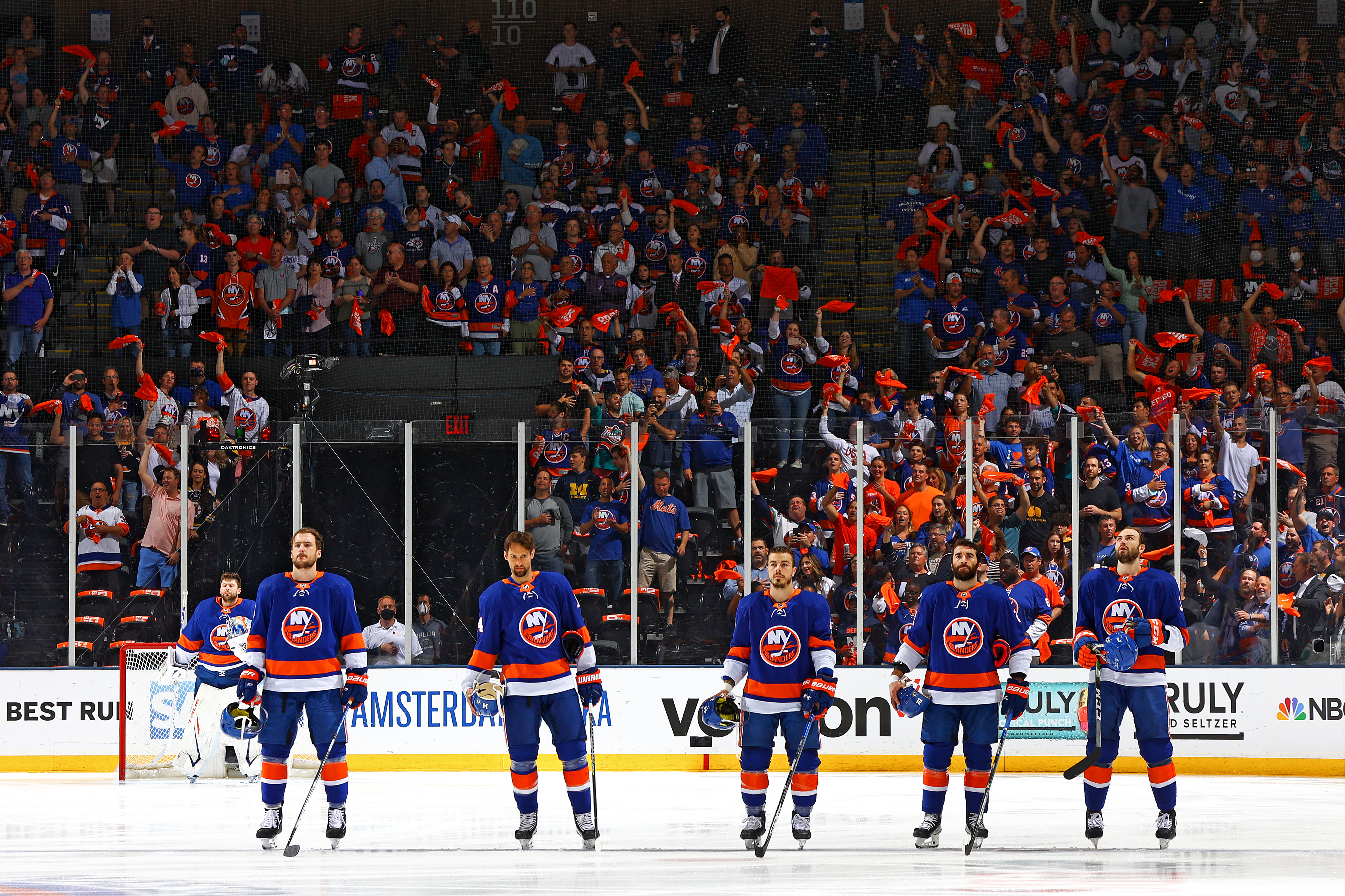 <p>Islanders Eliminate Bruins in Game 6, Will Face Lightning in Stanley Cup Semifinals thumbnail