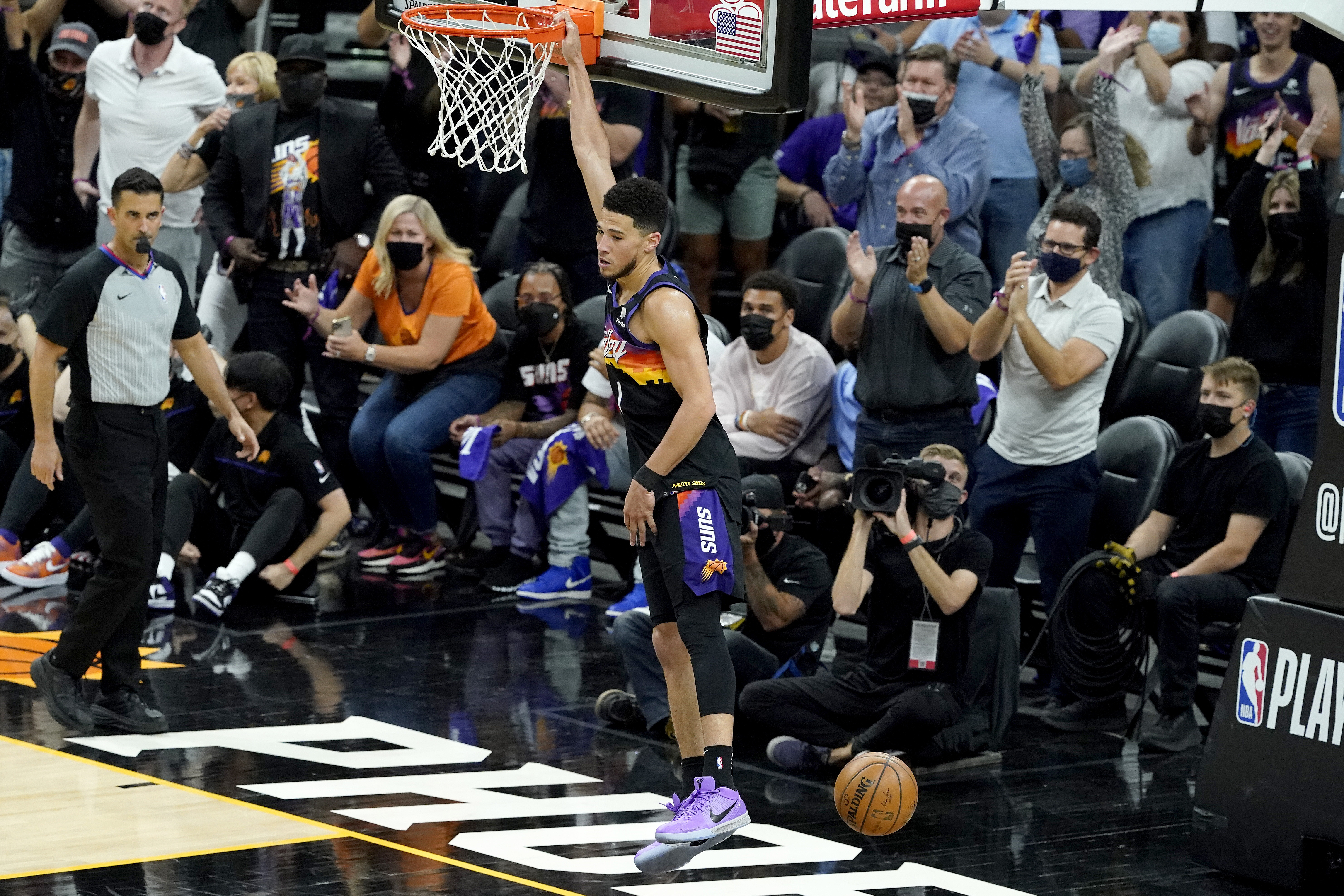 <p>Devin Booker Leads Balanced Attack as Suns Rout Nikola Jokic, Nuggets in Game 2 thumbnail