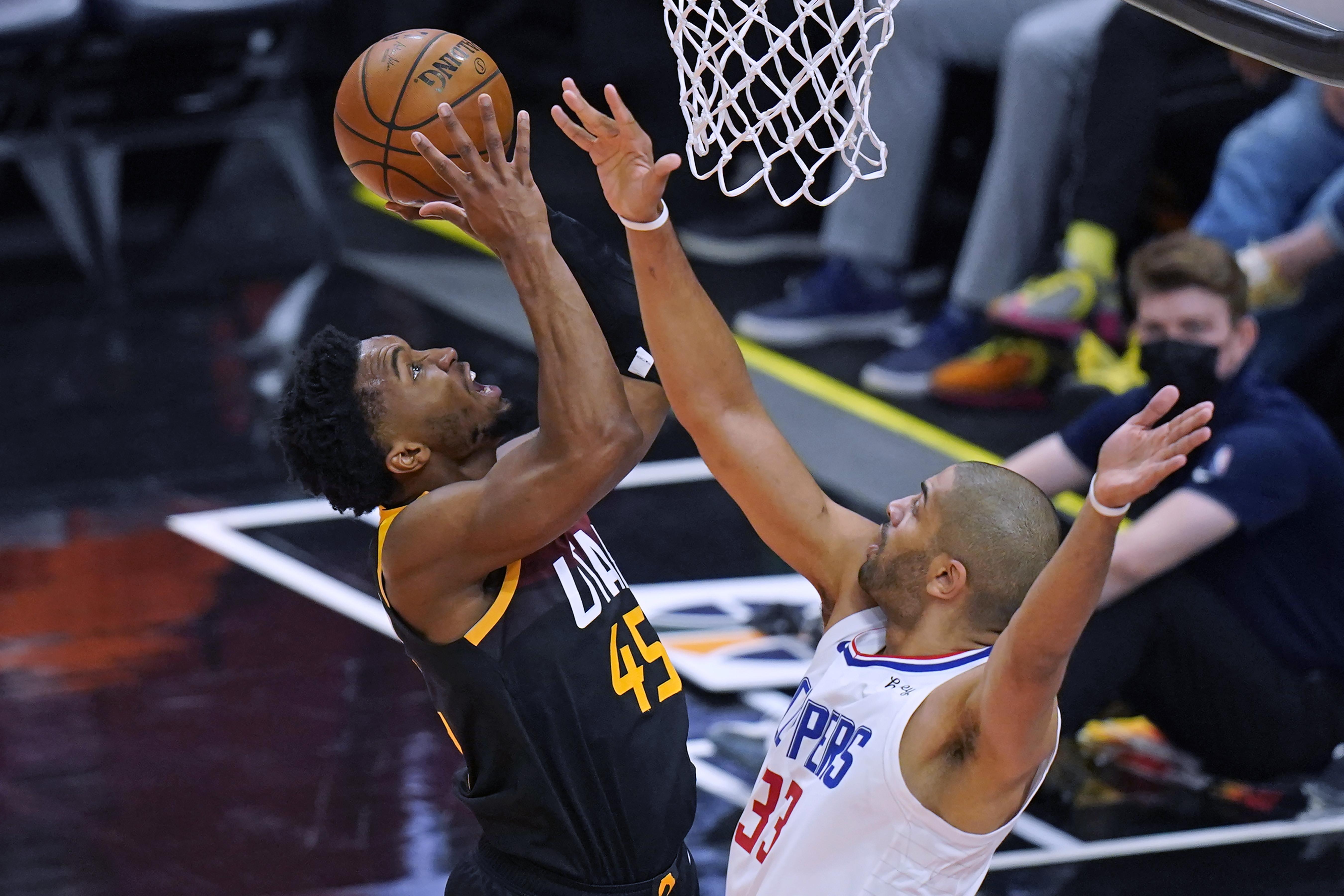 <p>Donovan Mitchell Drops 37, Lifts Jazz to 2-0 Lead vs. Kawhi Leonard, Clippers thumbnail