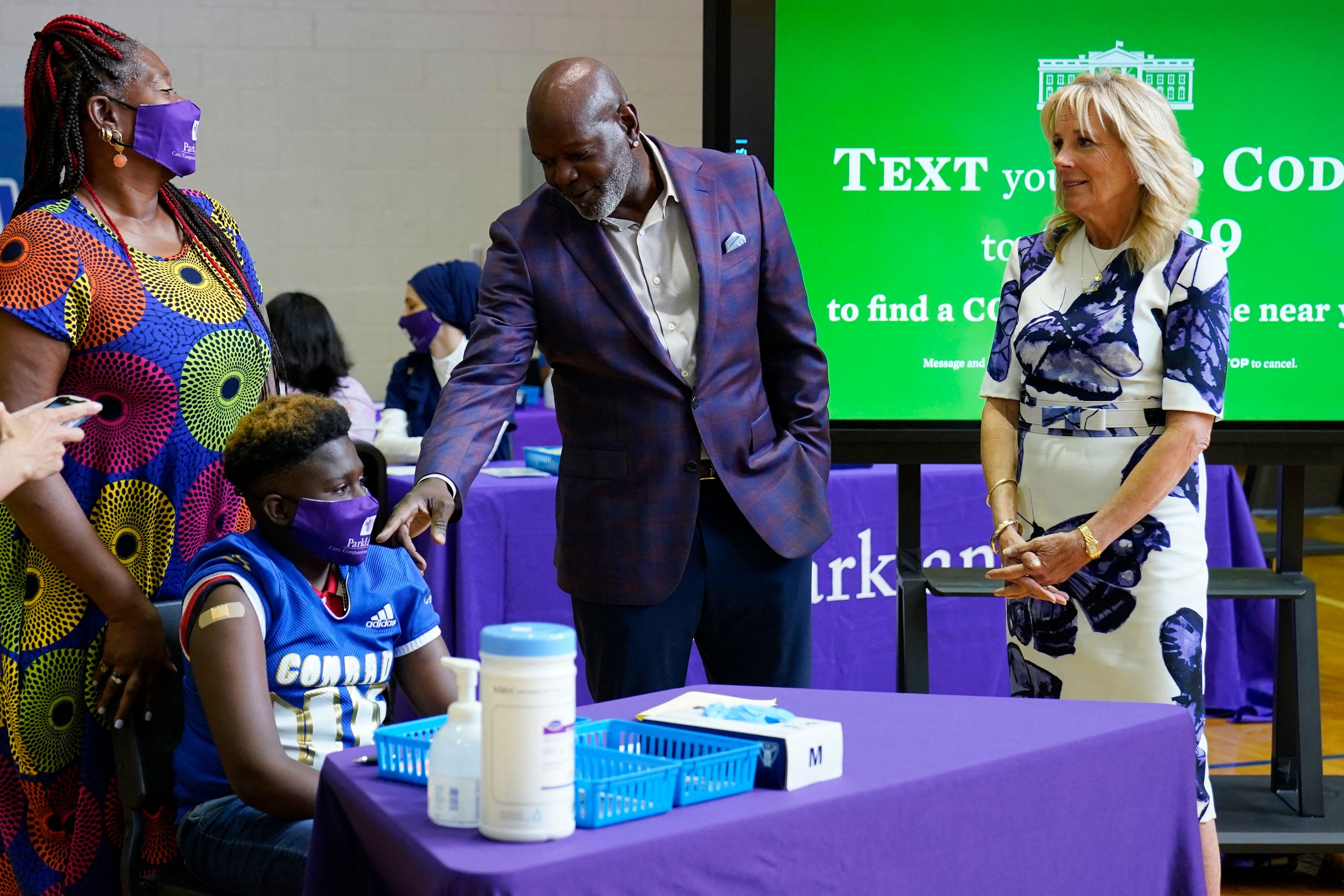 Cowboys Legend Emmitt Smith, Jill Biden Team Up to Promote COVID-19 Vaccine in Texas