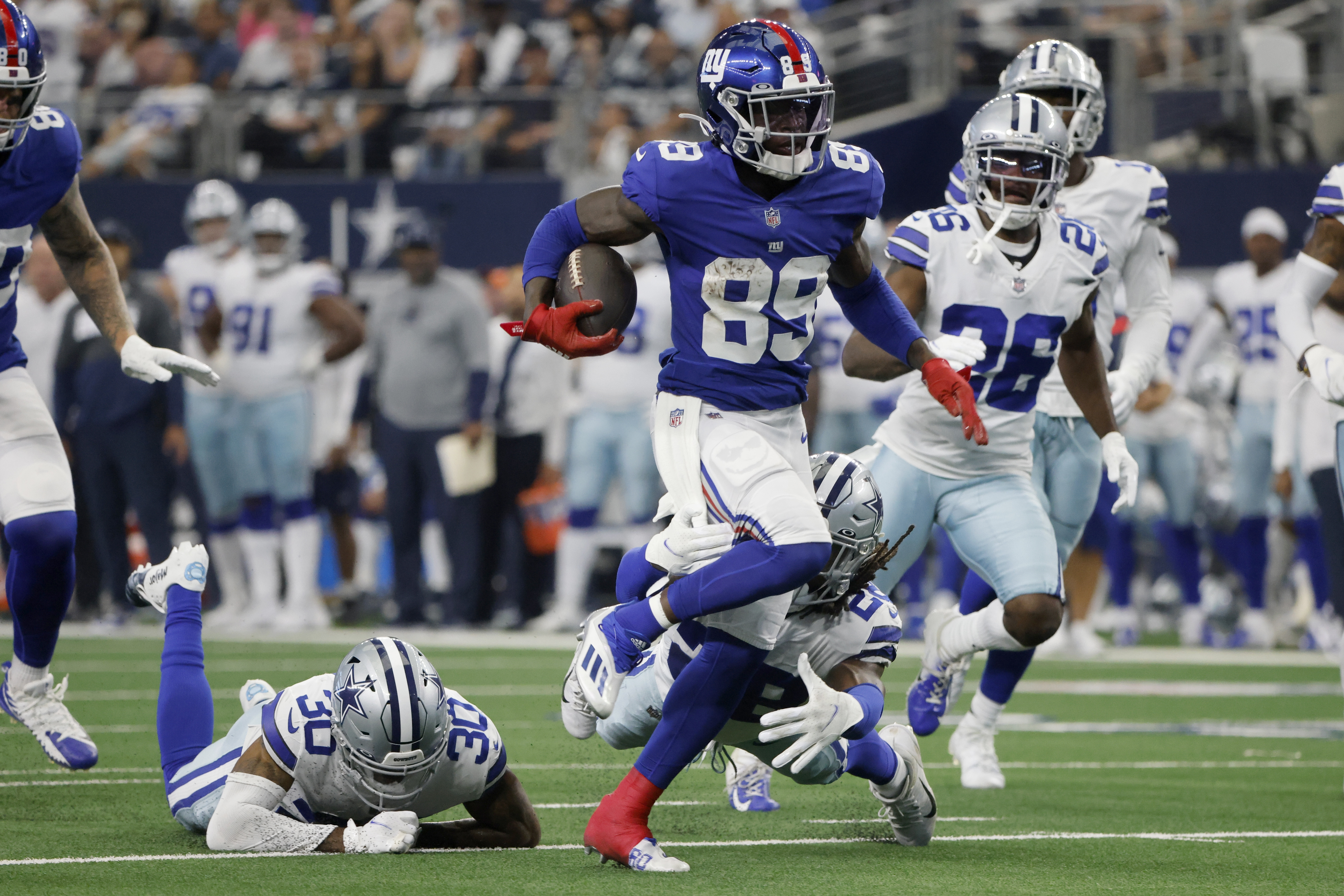Kadarius Toney Ejected from Giants vs. Cowboys After Throwing Punch at Damontae Kazee thumbnail