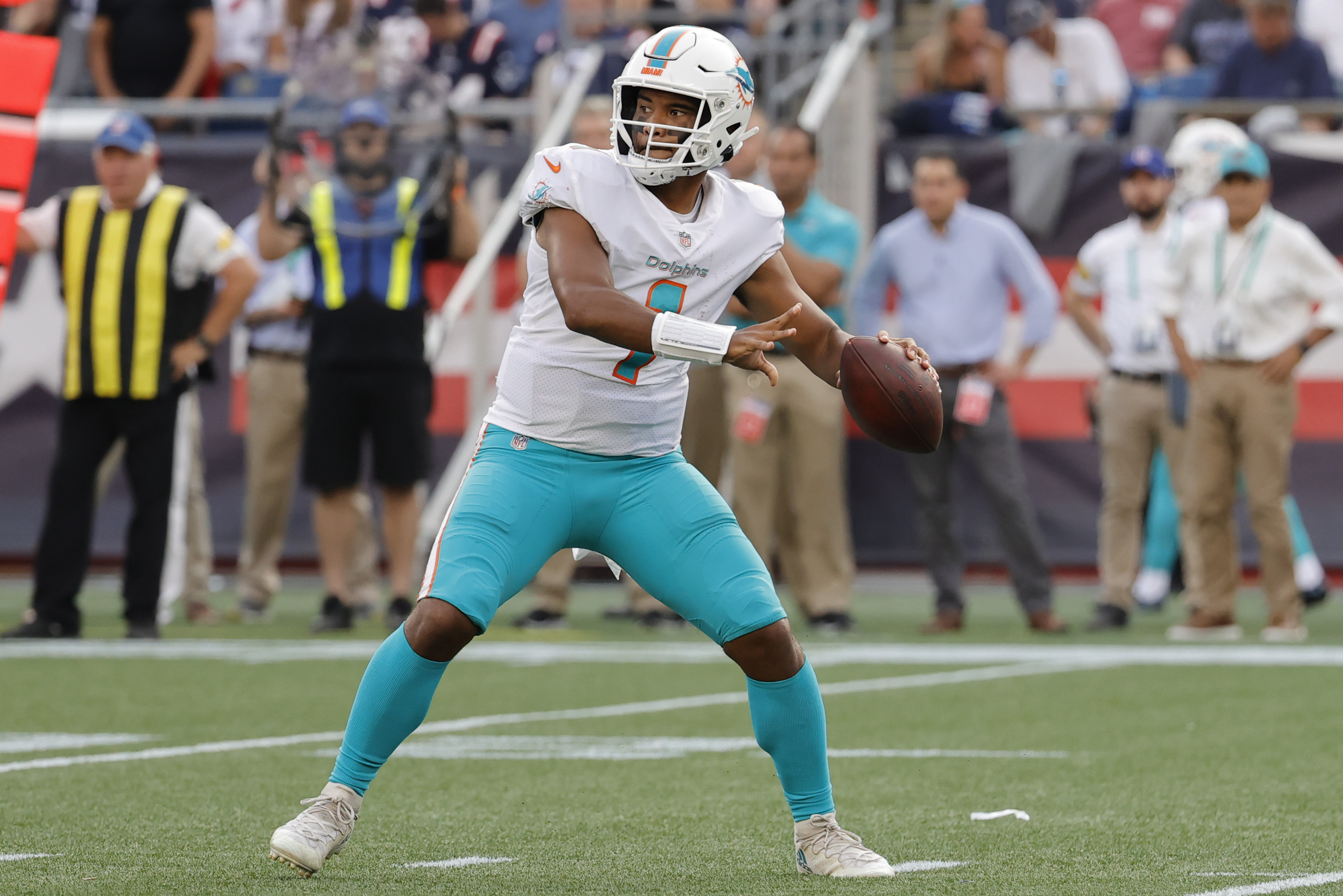 Dolphins' Tua Tagovailoa Out vs. Raiders with Rib Injury; Jacoby Brissett Will Start