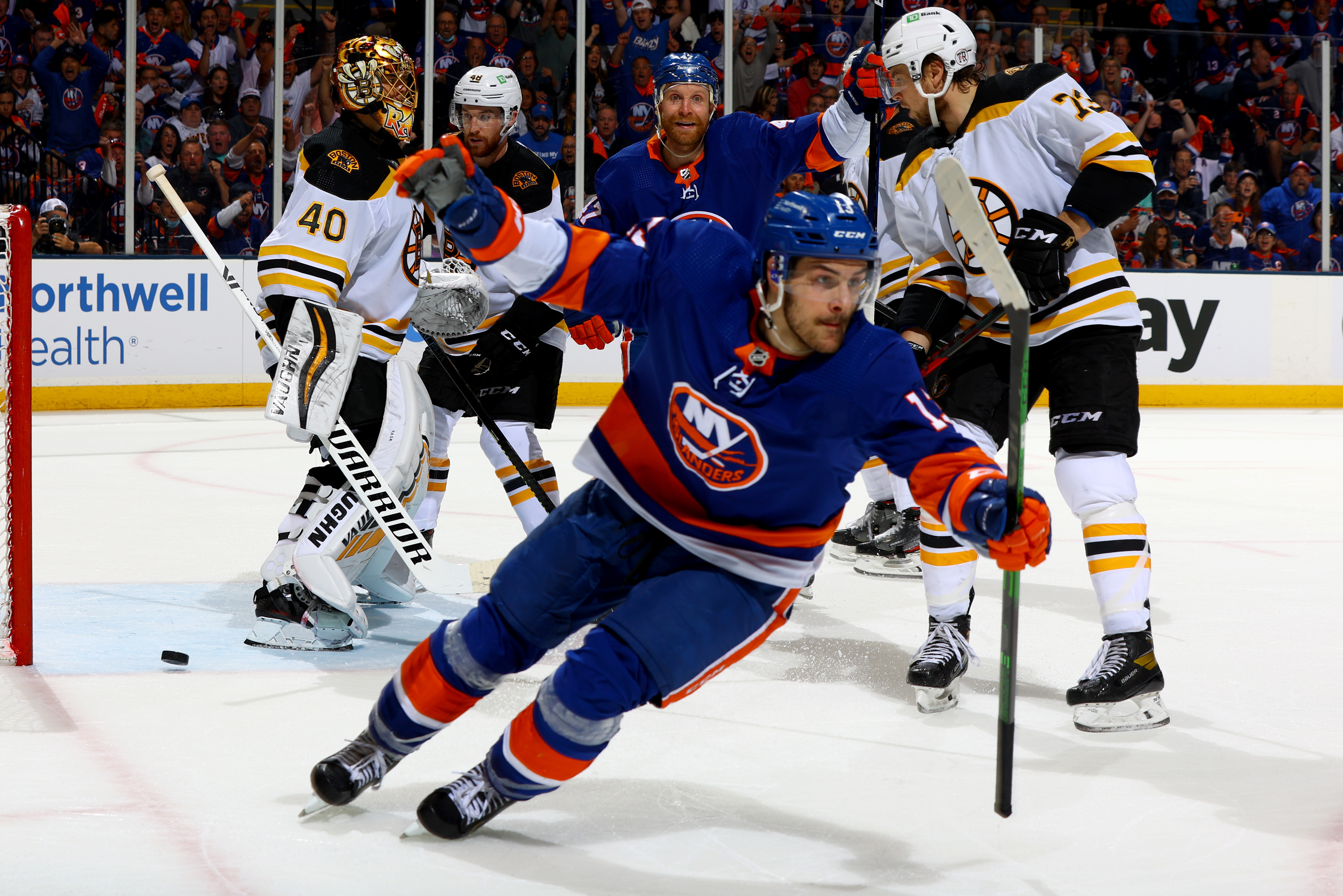 <p>Kyle Palmieri, Islanders Beat Bruins 4-1 in Game 4 to Even Series thumbnail